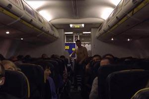 فرود اضطراری هواپیما به خاطر حرکات شرم آور مرد لخت +عکس