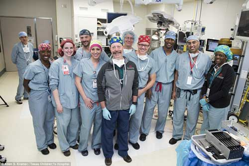 شگفت انگیز ترین عمل جراحی جداسازی دوقلوها! +عکس