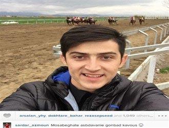 سلفی جالب سردار آزمون در پیست اسب دوانی! +عکس