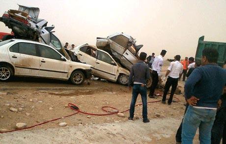 تصادف وحشتناک در خوزستان به دلیل گرد و غبار شدید هوا +عکس