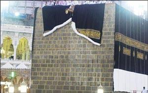 خودکشی زنی در کنار خانه خدا! +عکس