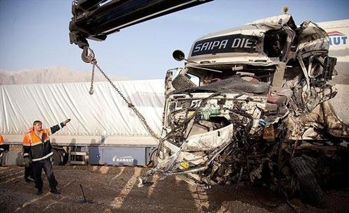 تصادف غیرقابل تصور چهار دستگاه کامیون! +عکس