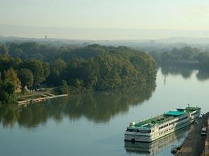 قایق سواری لذت بخش در رودخانه های اروپا +عکس
