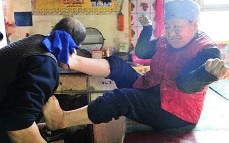 خانمی که پاهای شگفت انگیز دارد! +عکس