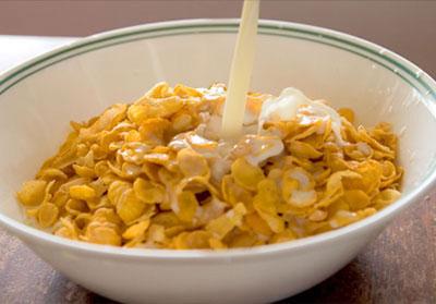 مواد غذایی که قبل از خواب باید از خوردن آنها پرهیز کرد؟ +عکس