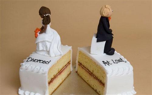 مراسم طلاق یا قیافه روشنفکری؟!