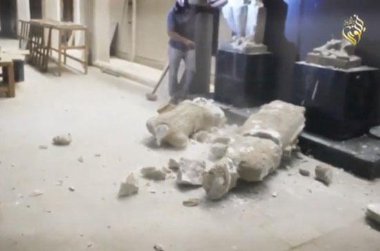 گروه تروریستی داعش موزه موصل را تخریب کرد! +عکس