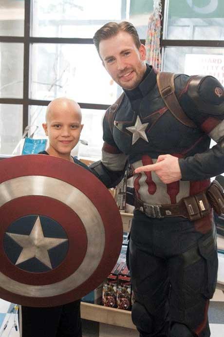 ستاره معروف هالیوودی در بیمارستان  عکس