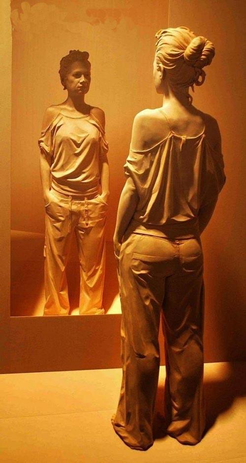 تصاویر جالب مجسمه های چوبی واقعی انسان