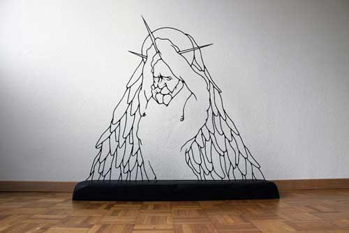 ساخت مجسمه هنری به وسیله سیم فولادی +عکس
