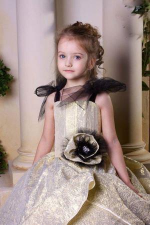 تصاویر آنجیلینا کورکینا مانکن زیبای کودک روسی