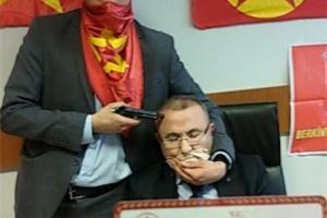 گروگانگیری در دادگستری استانبول با قتل دادستان +عکس