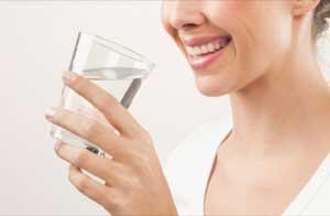 خواص مفید نوشیدن آب گرم