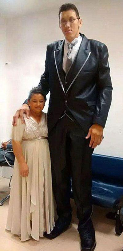 تصاویر جالب از تفاوت قد این زوج جوان