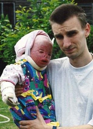تصاویر دختری با صورت زشت و قلبی زیبا