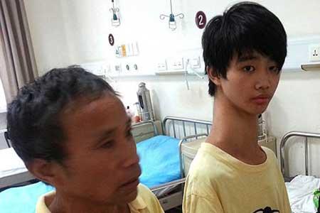 گردن زرافه ای این پسر چینی زندگیش را دردناک کرده
