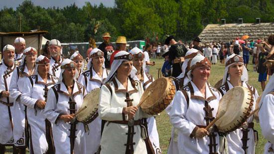 فستیوالی جالب در مجارستان با حضور سوارکاران حرفه ای