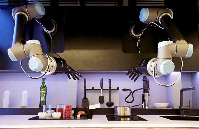 تصاویر جالب از اختراع دستکش رباتی آشپز