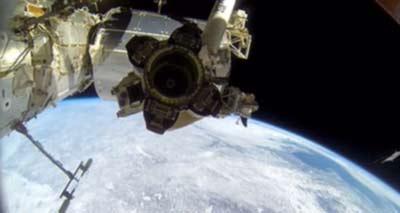 پیاده روی 2 تعمیر کار در فضا