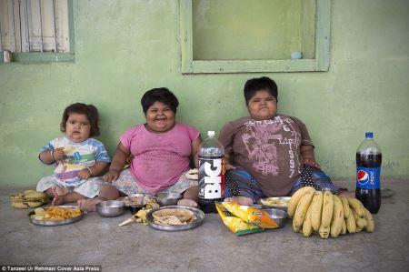 کودکانی که کلیه پدرشان منبع غذایشان شد (عکس)