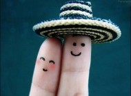 عکس شکلک های بامزه روی انگشت