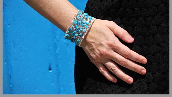 آموزش ساخت دست بندی دخترانه با مروارید و سنگ فیروزه
