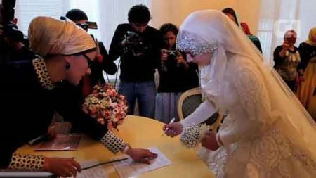 ازدواج جنجال بر انگیز عروس 17 ساله + عکس های عروس غمگین