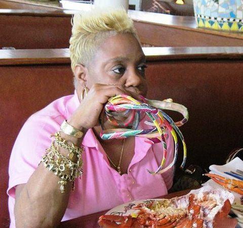 این زن 28 سال ناخن هایش را کوتاه نکرد