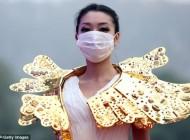 برگزاری فشن شوی عجیب زنان با ماسک طبی