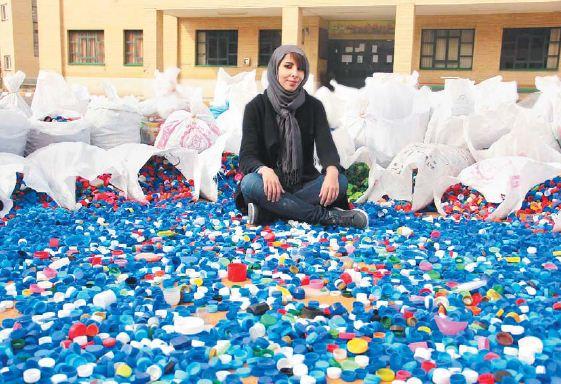 کسب در آمد عجیب این دختر زیبا در ایران