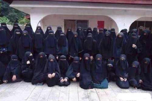 حرمسرای ابوبکر البغدادی خلیفه داعش با زنان بسیار زیبا