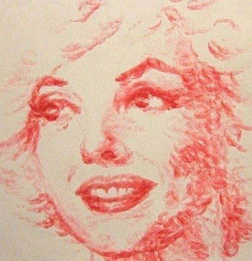 نقاشی های بسیار زیبا با استفاده از لب و رژ لب و بوس