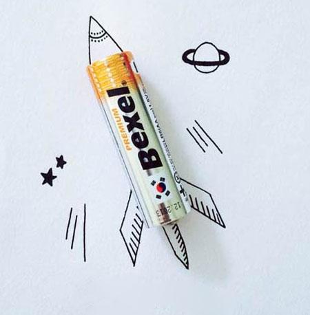 ترکیبی زیبا از نقاشی های و اشیا و خوراکی