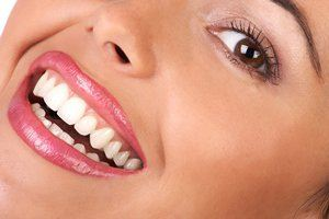 4 روش طبیعی برای داشتن دندان های سفید