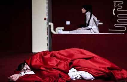 تصاویر تئاتر هنجار شکن و شرم آور لودلو در مشهد
