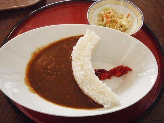 سد محکم و خوشمزه برنجی در جلوی خورشت