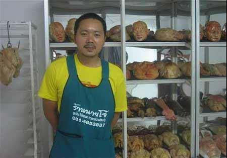 فروش نان هایی شبیه اعضای بدن انسان