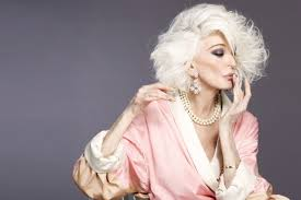 مانکن زیبا و جذاب زن 80 ساله با ظاهری متفاوت