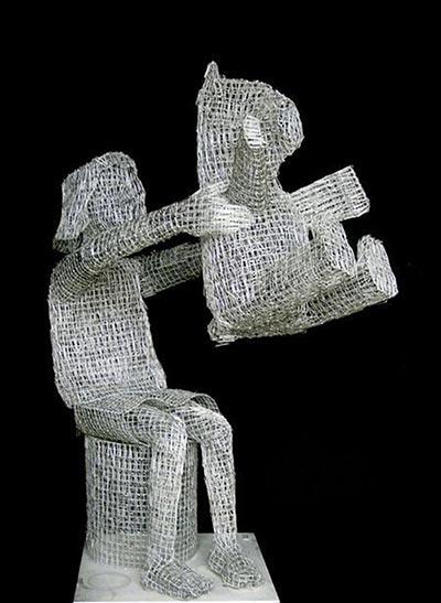 تصاویر مجسمه های عجیب و زیبا با گیره های کاغذ