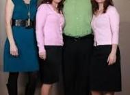 این مرد آمریکایی همزمان با دو خواهر دوقلو و دختر خاله شان ازدواج کرد.
