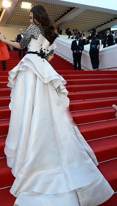 آیشواریا رای در جشنواره فیلم کن 2015 و لباس متفاوت و زیبایش