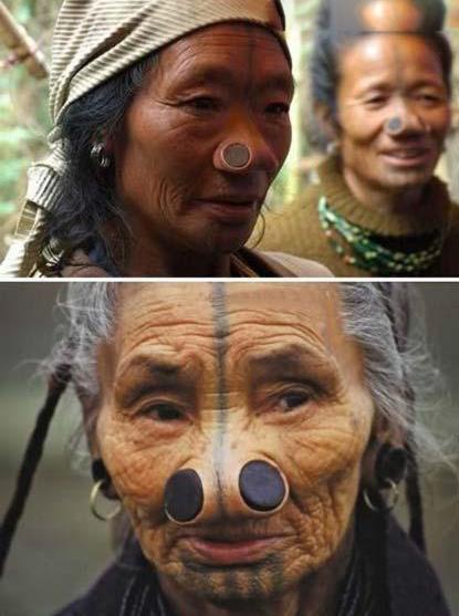 زنان زیبای این قبیله بینی خود را زشت میکنند