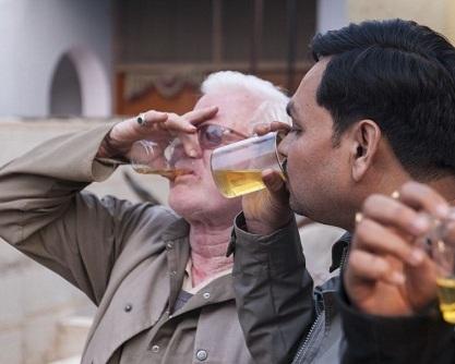تصاویر مراسم نوشیدن ادرار گاو