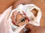 تصویر تاسف بار موش مرده در داخل سوسیس خوشمزه