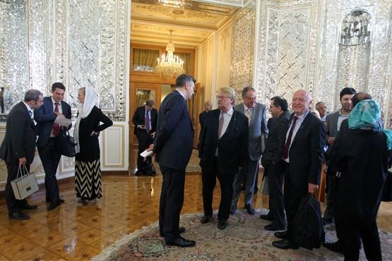 دیدار جنجالی نمایندگان پارلمان زن خارجی با نمایندگان مرد ایرانی