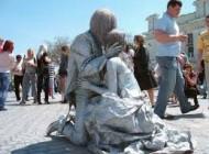 مجسمه های زیبای زنده در گوشه و کنار خیابان