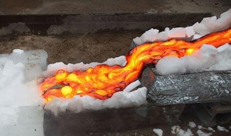 پخت جالب غذا بر روی گدازه های آتشفشانی
