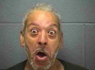 تصاویر مرد 49 ساله که هر روز خودش را دار میزند