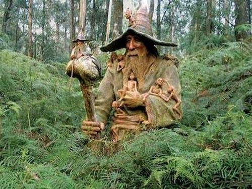مجسمه های زیبای درختی شگفت انگیز در دل جنگل