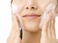 برای سلامت پوست صورتتان را لیف نزنید!